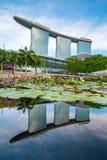 El complejo de Marina Bay Sands durante tiempo de la puesta del sol en Singapur Imágenes de archivo libres de regalías