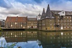 El complejo de tres molinos y el río de Channelsea en Lee Valley, Londres foto de archivo