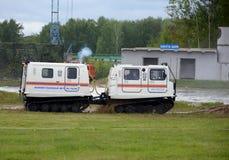 El complejo móvil universal para la lucha contra el rescate y el fuego en lugares difíciles de alcanzar en el Noginsk rescata el  Foto de archivo libre de regalías
