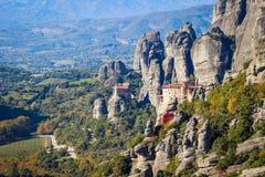 El complejo rocoso de Christian Orthodox del templo de Meteora es una de las atracciones principales del norte de Grecia foto de archivo