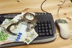 El concepto de ciberdelincuencia La actividad criminal se realizó por los ordenadores y Internet Foto de archivo libre de regalías