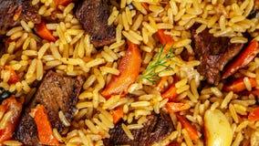 El concepto de cocina oriental Textura del pilaf del Uzbek con la carne, pilaf del vegano Visión superior foto de archivo libre de regalías