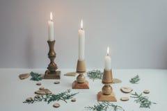 El concepto de decoración de la Navidad de los materiales naturales Decoración de la Navidad en eco-estilo Foco selectivo horizon Fotos de archivo libres de regalías