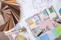 el concepto de diseño con la muestra de la lamina del material y la casa planean foto de archivo libre de regalías