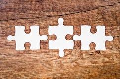 El concepto de encontrar las soluciones correctas en trabajo en equipo Imagenes de archivo