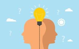 El concepto de la idea y de la imaginación con los hombres humanos dirige con la bombilla con el fondo azul Fotografía de archivo libre de regalías