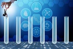 El concepto de la inteligencia artificial con la empresaria fuera del tubo libre illustration
