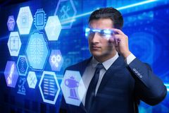 El concepto de la inteligencia artificial con el hombre de negocios imagen de archivo libre de regalías