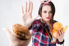 El concepto de nutrición sana y malsana El modelo más s foto de archivo libre de regalías