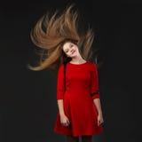 El concepto de productos del cuidado del cabello Pelo brillante largo sano Fotos de archivo