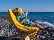 El concepto de resto con un niño Imagen de archivo libre de regalías