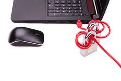 El concepto de seguridad de la red de ordenadores con el doble padlocks sobre c Imagen de archivo libre de regalías