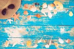 El concepto de viaje del ocio en el verano en una playa tropical de la playa Imágenes de archivo libres de regalías