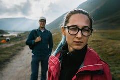 El concepto de viaje y de turismo Retrato de una muchacha hermosa Fotografía de archivo