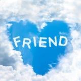 El concepto del amigo del amor dice por la naturaleza tímida de la nube Fotos de archivo libres de regalías