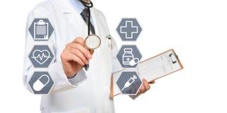 El concepto del doctor que tiene un examen médico fotografía de archivo libre de regalías