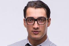 El concepto del reconocimiento de cara con el retrato del hombre de negocios foto de archivo
