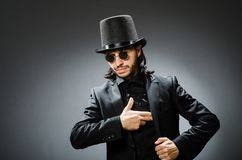 El concepto del vintage con el hombre que lleva el sombrero de copa negro imagen de archivo libre de regalías