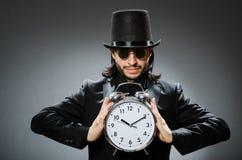 El concepto del vintage con el hombre que lleva el sombrero de copa negro foto de archivo libre de regalías