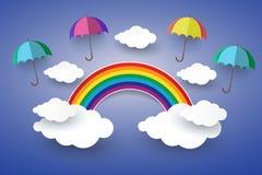 El concepto es el día feliz, paraguas a todo color en cielo azul con R Foto de archivo
