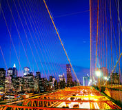El concepto financiero de la noche del distrito del puente de Brooklyn Foto de archivo