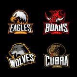 El concepto furioso del logotipo del vector del deporte de la cobra, del lobo, del águila y del verraco fijó en fondo oscuro Imágenes de archivo libres de regalías