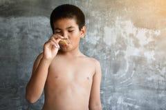 El concepto gordo asiático del muchacho del retrato sano y pierde el peso Imagen de archivo