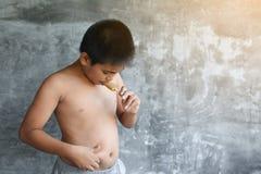 El concepto gordo asiático del muchacho del retrato sano y pierde el peso Fotos de archivo