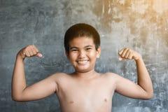 El concepto gordo asiático del muchacho del retrato sano y pierde el peso Foto de archivo libre de regalías