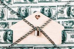 El concepto para el ensayo, la quiebra, el impuesto, la hipoteca, la subasta que hace una oferta, la ejecuci?n de una hipoteca o  fotografía de archivo libre de regalías