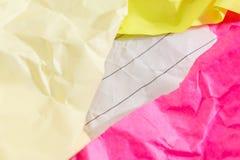 El concepto y la idea del éxito arrugaron el espacio de papel para el texto Fotografía de archivo libre de regalías