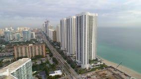El condominio del triunfo se eleva playa soleada la Florida de las islas Imagenes de archivo