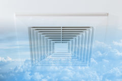 El conducto del aire limpio con la nube del cielo se descolora aire fresco, peligro y t del ozono fotografía de archivo