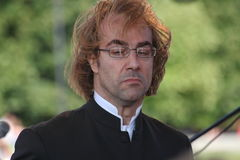 El conductor de la orquesta sinfónica del mastrangelo de Fabio del museo de ermita del estado (St Petersburg) (Italia) Foto de archivo libre de regalías