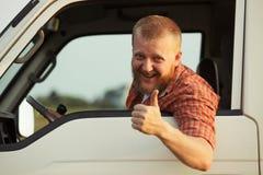 El conductor muestra que él todo muy bien Imágenes de archivo libres de regalías