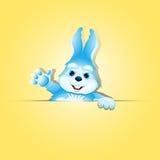 El conejo lindo sostiene la bandera en blanco Imagen de archivo