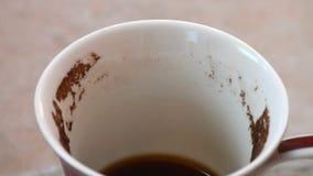 El conjeturar en los argumentos de café La taza de café con los argumentos de café gira metrajes