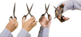 El conjunto de la mano sostiene las tijeras Fotografía de archivo