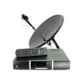 El conjunto de recibe el telecontrol del rectángulo y la antena de plato Imagen de archivo libre de regalías