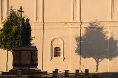 El conjunto del edificio del cuadrado de la catedral en Kolomna el Kremlin Kolomna Rusia Foto de archivo libre de regalías