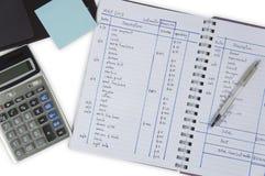 El considerar añade el concepto de sobra del cálculo de la calculadora del número Imagen de archivo
