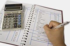 El considerar añade el concepto de sobra del cálculo de la calculadora del número Foto de archivo