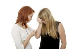 El consolar cabelludo rojo y rubio joven de las muchachas Foto de archivo libre de regalías