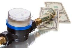 El contador del agua ahorra el dinero Foto de archivo libre de regalías