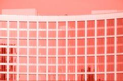El contemporáneo esmaltó elementos constructivos de las paredes de la fachada imagen de archivo