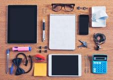 El contenido de un espacio de trabajo del negocio organizado y compuesto. Imagen de archivo