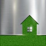 El contorno de la casa en un fondo de la hierba Fotos de archivo libres de regalías