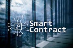El contrato elegante, tecnología del blockchain en negocio, financia concepto de alta tecnología Fondo de los rascacielos Imagen de archivo