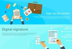 El contrato firma para arriba al hombre de negocios del documento de papel Foto de archivo