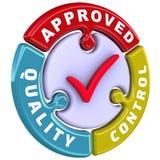 El control de calidad aprobó La marca de verificación bajo la forma de rompecabezas Fotografía de archivo libre de regalías